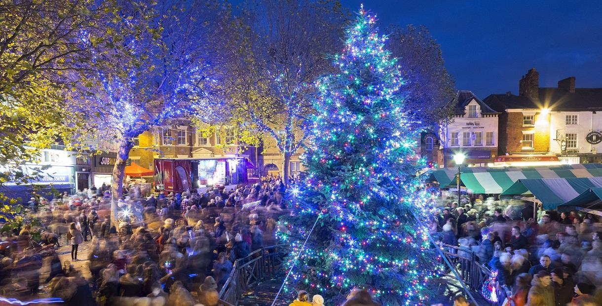 Christmas Display Ideas For Pubs.Chesterfield Market And Christmas Lights Switch On Market