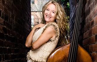 Jazz in the bar - Nicola Farnon Trio